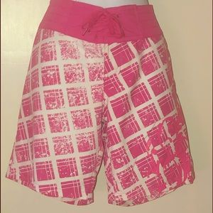 Body Glove Ladies pink and white board shorts